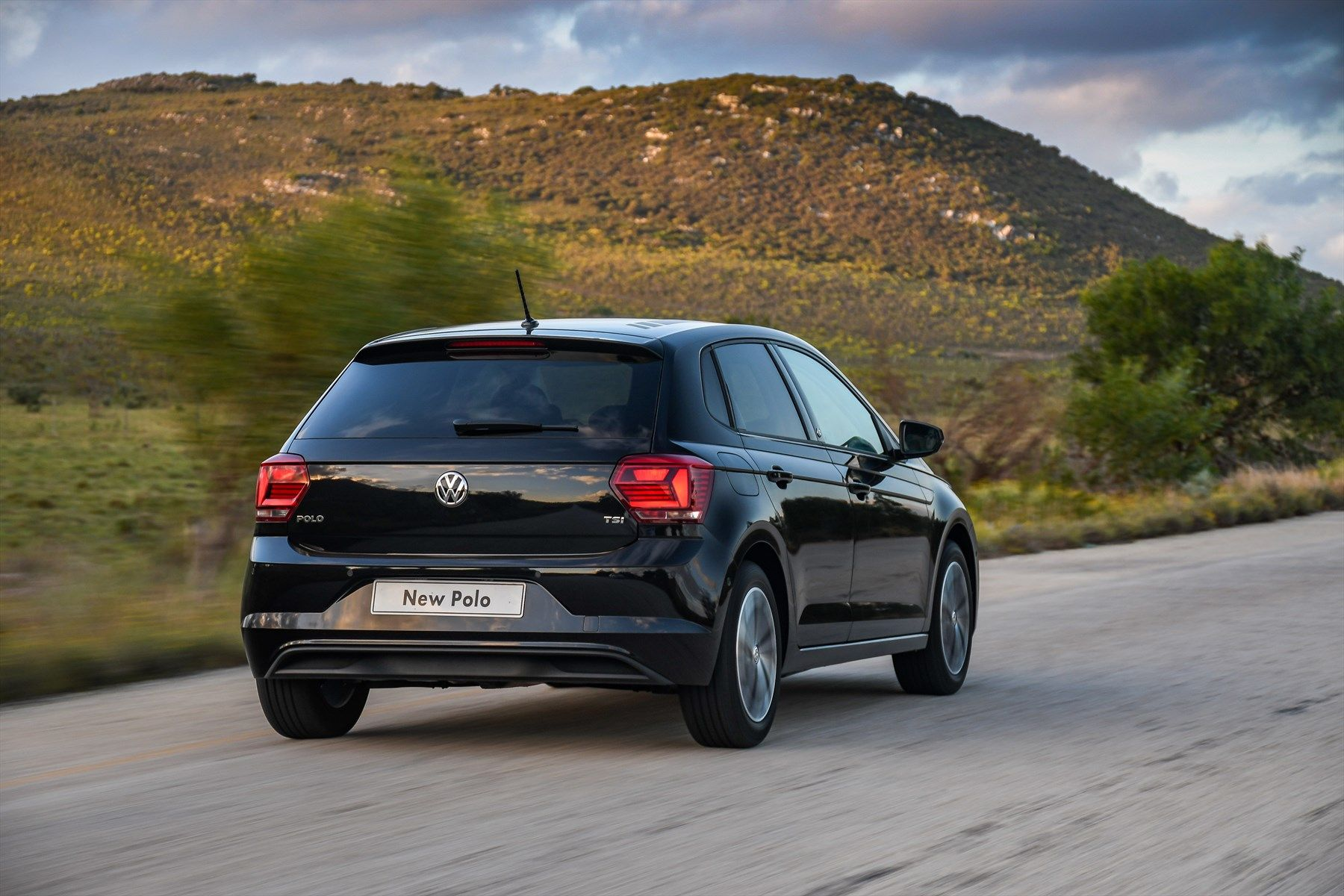 volkswagen-polo_-driving-008_1800x1800