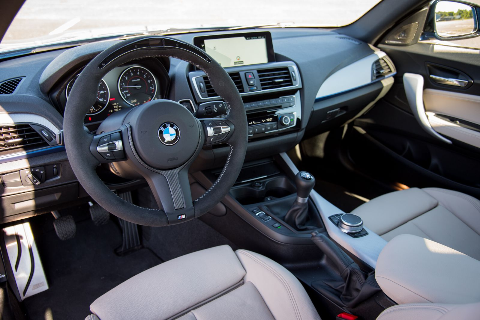 2017-BMW-M240i-Coupe-Interior-01