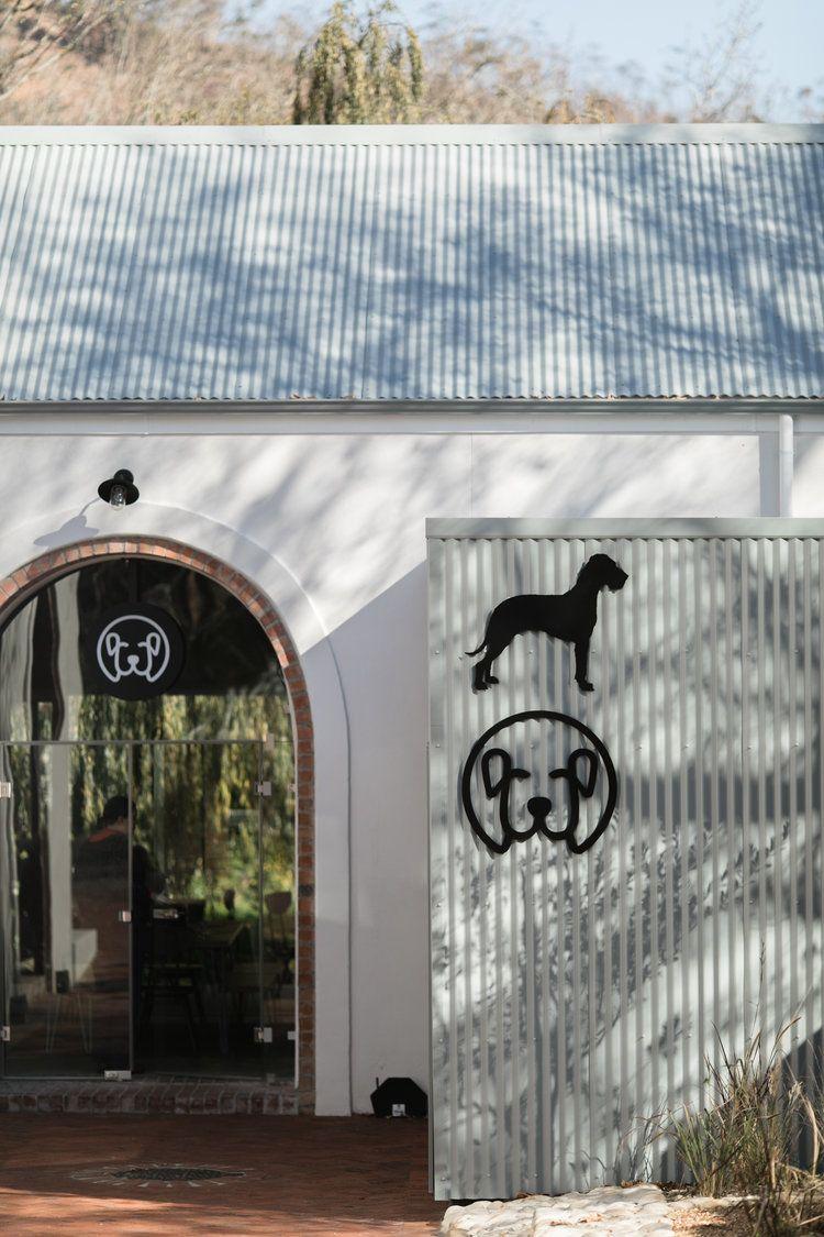 heisvisual-photographers-documentary-big-dog-cafe-south-africa063